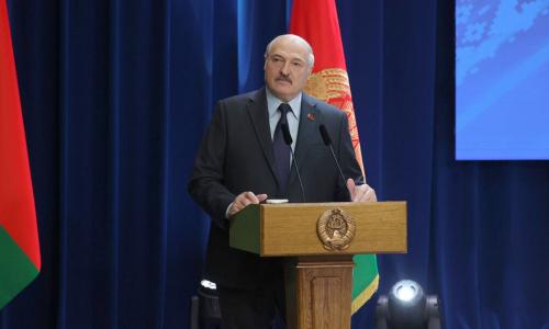 Лукашенко: нас будут шатать очень долго, но я не собираюсь вставать на колени